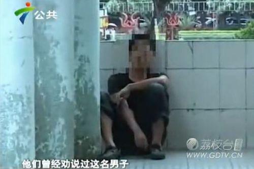 Kinh hoàng người đàn ông bị bệnh 8 năm lén ăn phân ở wc công cộng - Ảnh 1