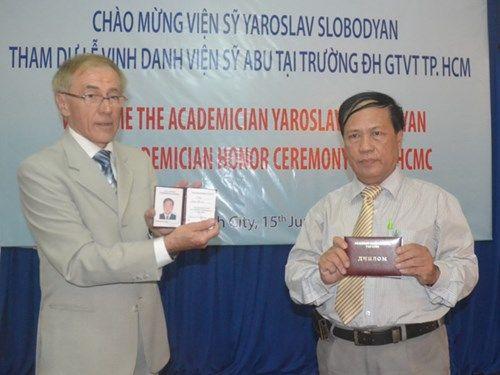 Giảng viên ĐH Giao thông vận tải được phong hàm Viện sĩ Ukraine - Ảnh 1
