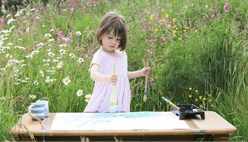 Kinh ngạc trước tài năng hội họa của cô bé 5 tuổi mắc bệnh trầm cảm - Ảnh 1