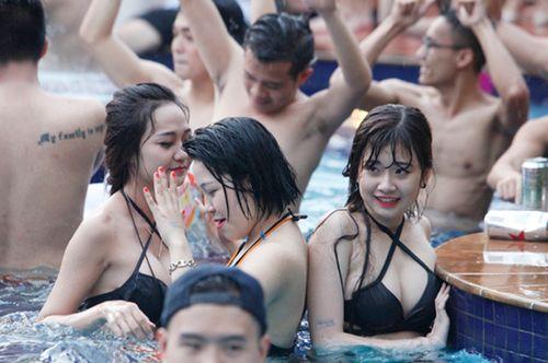 Ngắm phái đẹp Hà thành tưng bừng dự tiệc dưới nước - Ảnh 5