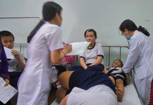 Gần 40 học sinh tiểu học nghi bị ngộ độc sau bữa phụ - Ảnh 1