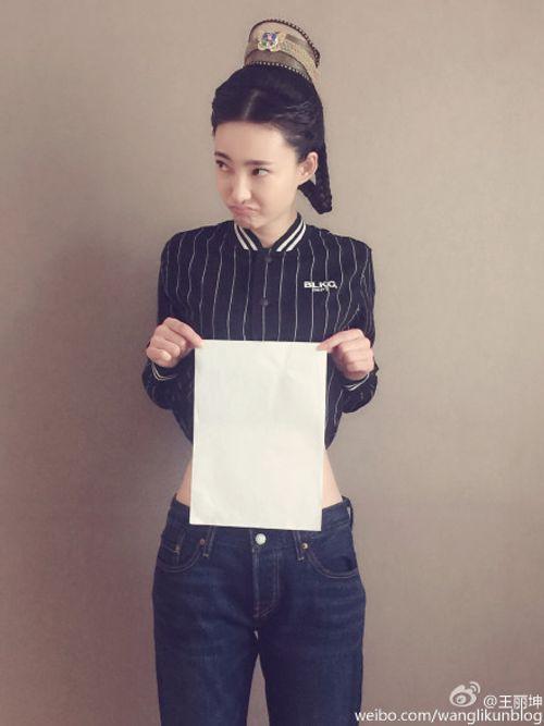 """Phát sốt với trào lưu mới """"đo vòng eo bằng giấy A4"""" của giới trẻ Trung quốc - Ảnh 4"""