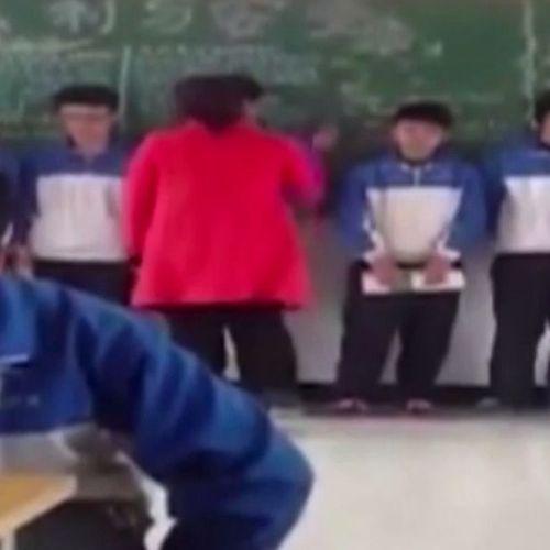 Phẫn nộ cô giáo đánh, tát hàng loạt học sinh trước lớp vì không chịu làm bài tập - Ảnh 1