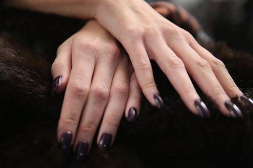Hóa chất trong tóc và móng tay có thể gây độc cho con người - Ảnh 1