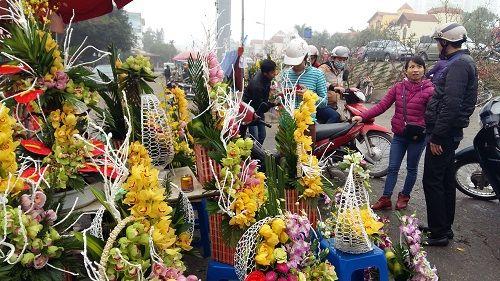 Chợ hoa Quảng Bá nhộn nhịp trước ngày 8/3 - Ảnh 3