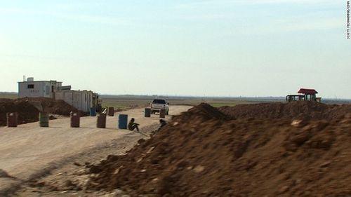 Mỹ xây dựng 2 căn cứ không quân nhằm kiểm soát Syria - Ảnh 1