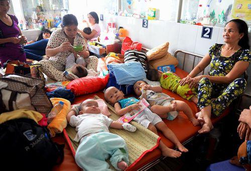 Lãnh đạo TP Hồ Chí Minh phối hợp giảm tải bệnh viện cùng Bộ Y tế - Ảnh 2
