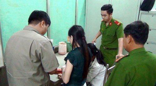 Truy quét nhiều điểm nóng về mại dâm ở Sài Gòn - Ảnh 1