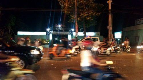 Cảnh sát nổ súng ngăn nhóm thanh niên ẩu đả vì va chạm giao thông - Ảnh 1