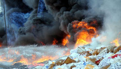Cháy kho phế liệu hàng nghìn m2 ở Đồng Nai - Ảnh 1