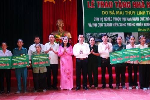 Nhà hảo tâm Mai Thùy Linh chia sẻ khó khăn với người dân nghèo Hà Tĩnh - Ảnh 1
