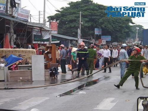 Nghệ An: Cháy lớn tại kho hàng phụ tùng xe máy  - Ảnh 2