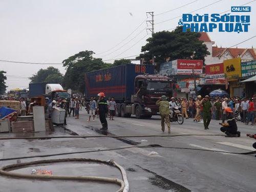 Nghệ An: Cháy lớn tại kho hàng phụ tùng xe máy  - Ảnh 5