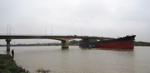 Hôm nay, có thể giải phóng tàu đâm sập cầu An Thái ở Hải Dương - Ảnh 1