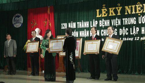 Bệnh viện Trung ương Huế đón nhận Huân chương Độc lập hạng Nhất  - Ảnh 2