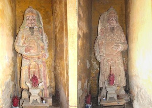 Ngôi đền lưu giữ một số pho tượng cổ bằng đá  - Ảnh 2