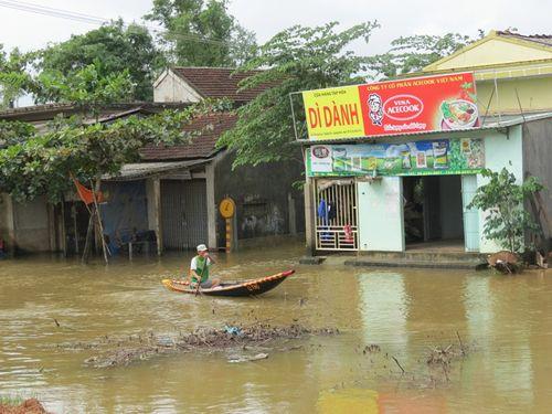 Thừa Thiên - Huế: 600 ngôi nhà vẫn còn ngập sâu trong biển nước  - Ảnh 2
