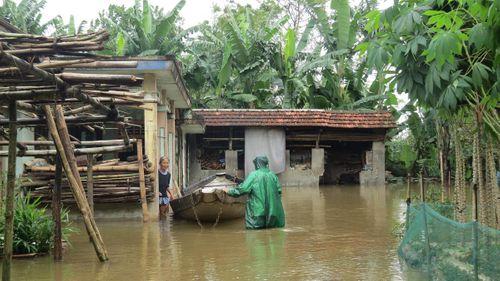 Thừa Thiên - Huế: 600 ngôi nhà vẫn còn ngập sâu trong biển nước  - Ảnh 4