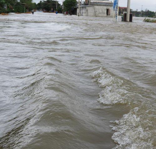 Thừa Thiên - Huế: 600 ngôi nhà vẫn còn ngập sâu trong biển nước  - Ảnh 1