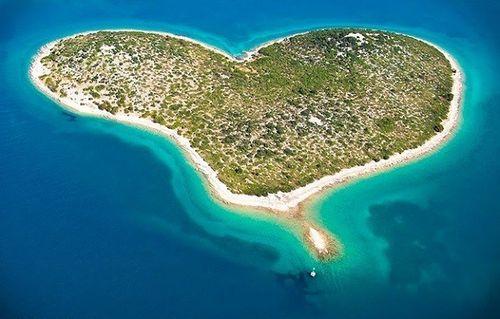 Vẻ đẹp lãng mạn của những hòn đảo hình trái tim - Ảnh 4