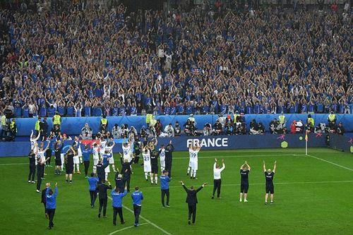 Thua trận, Iceland vẫn ăn mừng, thị uy ấn tượng - Ảnh 2