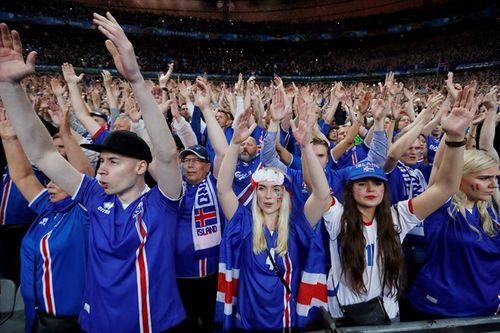 Thua trận, Iceland vẫn ăn mừng, thị uy ấn tượng - Ảnh 5