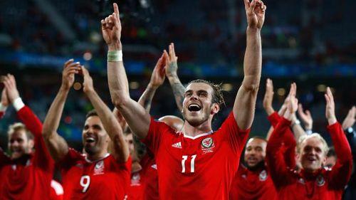 Những màn ăn mừng tưng bừng của cầu thủ xứ Wales - Ảnh 1