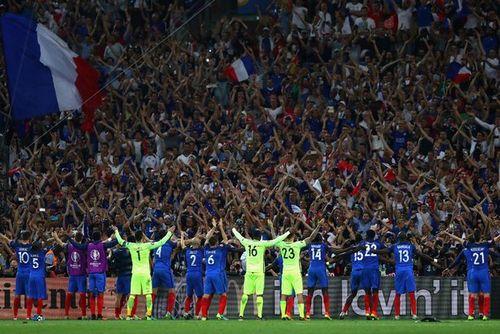 Đội tuyển Pháp ăn mừng kiểu Viking chant ấn tượng hơn cả Iceland - Ảnh 1