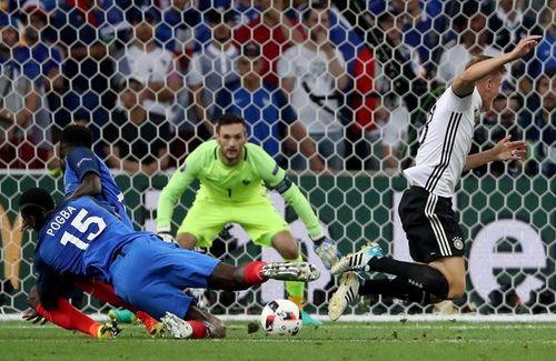 Trọng tài thiên vị tuyển Pháp, Đức mất oan 2 quả penalty - Ảnh 1