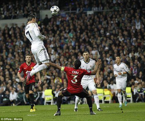 Những pha nhảy cao khó tin trong sự nghiệp của Ronaldo - Ảnh 1