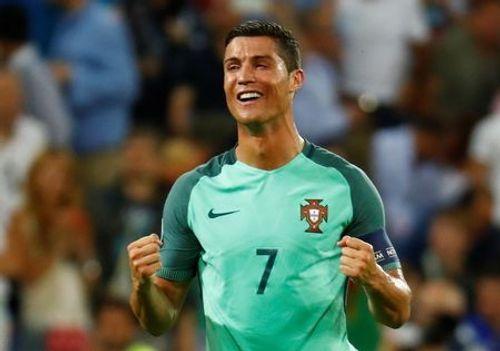 Ronaldo khóc nức nở sau khi giúp Bồ Đào Nha vào chung kết EURO - Ảnh 1