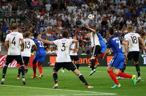 Trọng tài Nicola Rizzoli thổi phạt đền tuyển Đức để trà thù cho Italia? - Ảnh 1