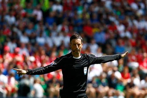 Trọng tài bắt chung kết EURO từng bị treo còi và là thần may mắn của Bồ Đào Nha - Ảnh 1