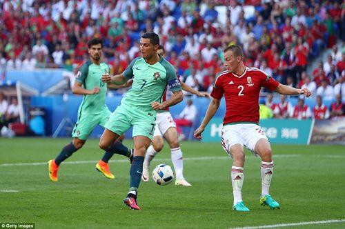Top 5 tuyệt phẩm của Ronaldo cho ĐT Bồ Đào Nha - Ảnh 1