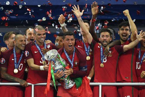 Tổng hợp 1 tháng EURO 2016 trong 2 phút cực ấn tượng - Ảnh 1