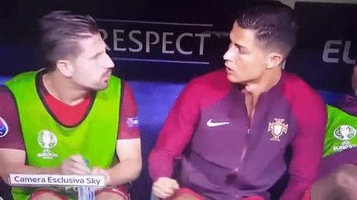 Khoảnh khắc Ronaldo nhí nhảnh như cá cảnh trong trận Pháp vs Bồ Đào Nha - Ảnh 1