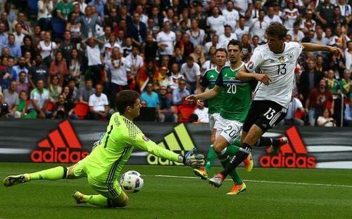 Những pha cứu thua ấn tượng nhất EURO 2016 - Ảnh 1