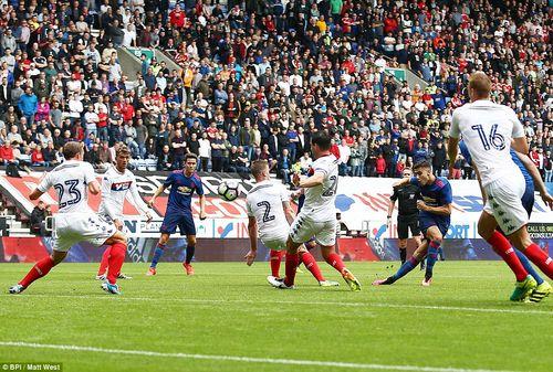"""Wigan 0-2 MU: 1 bàn thắng """"rùa"""" và 1 siêu phẩm - Ảnh 1"""