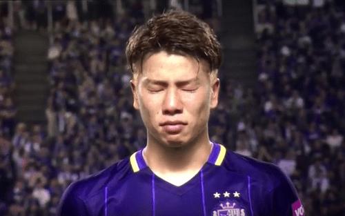 Tân binh người Nhật của Arsenal khóc nức nở trong ngày chia tay đội bóng cũ - Ảnh 1