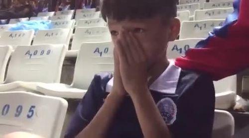 Fan nhí khóc nức nở sau trận U16 Campuchia thua U16 Việt Nam - Ảnh 1