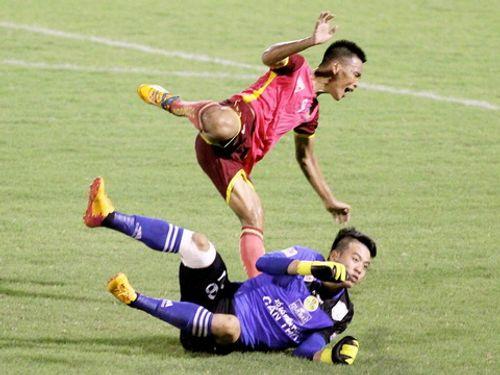 V.League lại dậy sóng vì pha vào bóng triệt hạ của Bửu Ngọc - Ảnh 1