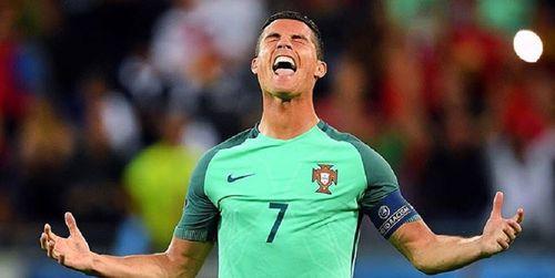 Ronaldo nổi điên với Donald Trump - Ảnh 1