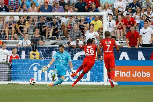 Real Madrid 1-3 PSG: Thomas Meunier lập cú đúp hạ gục Real - Ảnh 1