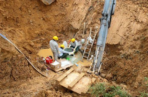 Đường ống dẫn nước sạch sông Đà gặp sự cố lần thứ 19 - Ảnh 1
