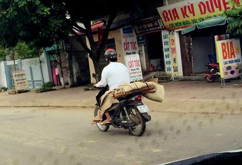 Yêu cầu xác minh, làm rõ trách nhiệm vụ chở thi thể bệnh nhân bằng xe máy - Ảnh 1