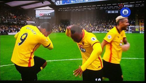 """Cầu thủ Watford """"làm nhục"""" Pogba, MU - Ảnh 1"""