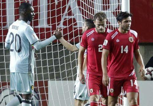 """Gibraltar 0-6 Bỉ: Benteke lập hattrick, """"Quỷ đỏ"""" thị uy - Ảnh 1"""