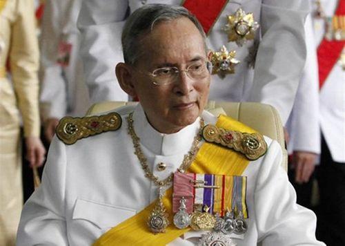 Các giải bóng đá Thái Lan kết thúc dị chưa từng có do nhà vua Adulyadej qua đời - Ảnh 1