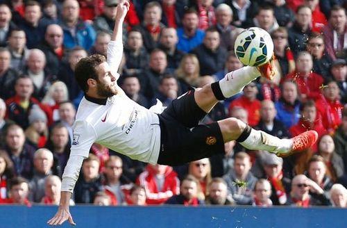 Ngất ngây với 10 tuyệt phẩm đẹp nhất lịch sử các trận đối đầu Liverpool vs MU - Ảnh 1
