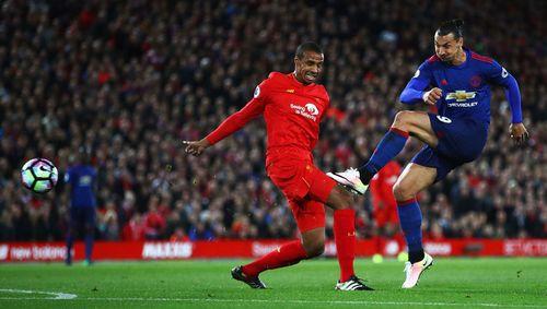 Ibrahimovic bỏ lỡ cơ hội khó hiểu ở trận Liverpool vs MU - Ảnh 1